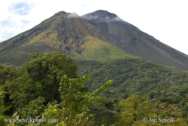 Photo of sopka Arenal volcano Costa Rica